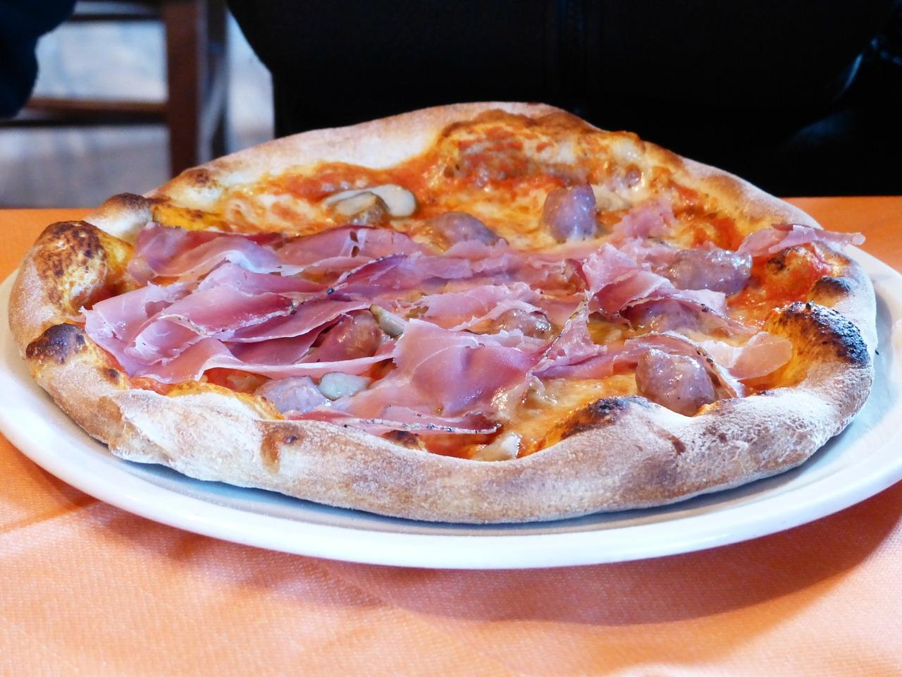 pizza-prosciutto-182939_1280